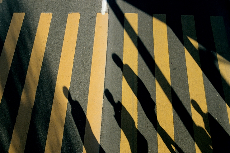Franco Fontana's photograph, which shows crossing lines and the shadows of several subjects